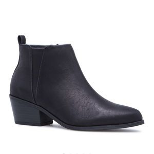 NWT Shoe Dazzle Low-heeled Basic Booties in Black